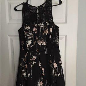 White House Black Market Floral & Lace Dress